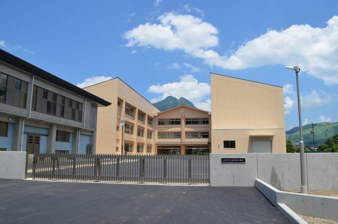 湯布院中学校